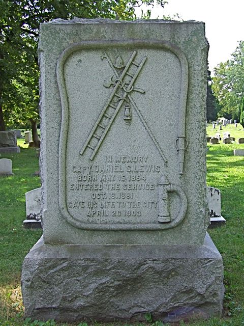 Capt. Daniel S. Lewis, Green Lawn Cemetery, Columbus. Photograph taken by Amy Crow, August 8, 2008. All rights reserved.